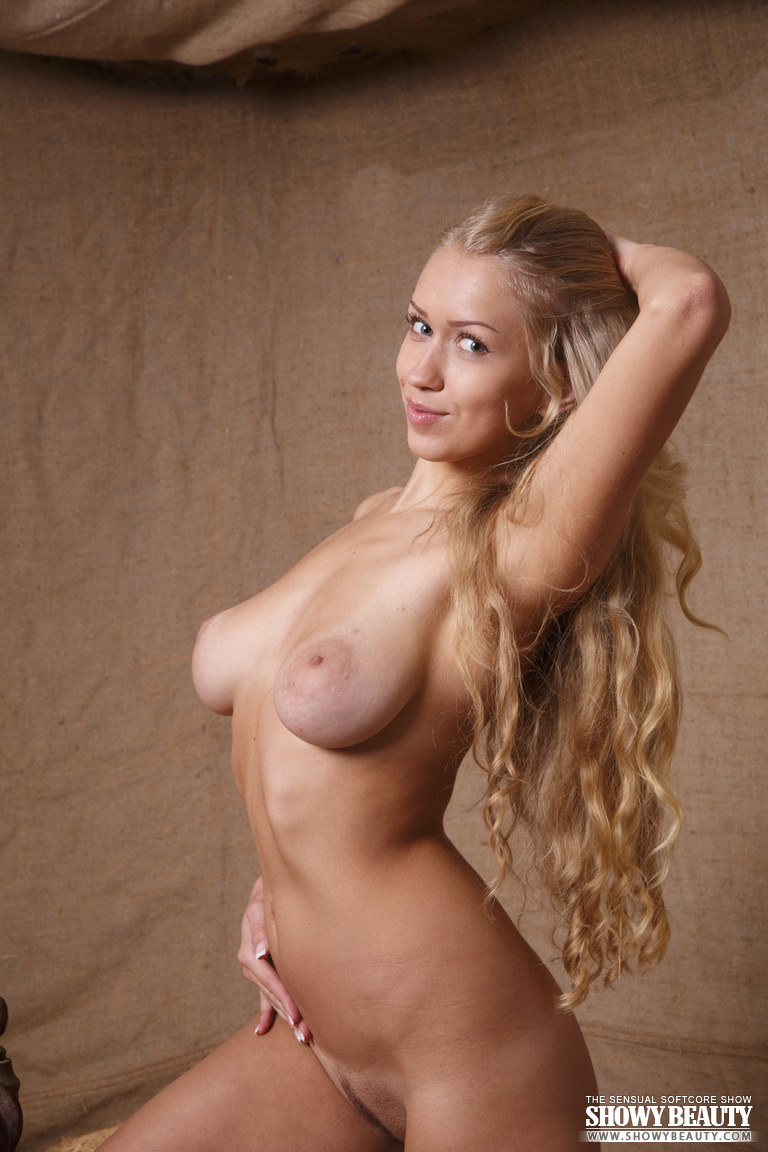 Awesome babes naked